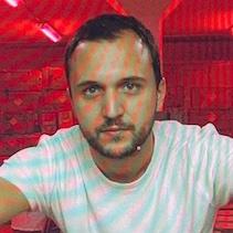 """Manolis Mavris : """"J'ai besoin de soulever des questions un peu plus profondes que ma vie"""""""